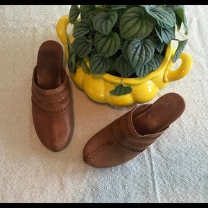 Ugg Vivica wood and leather clogs